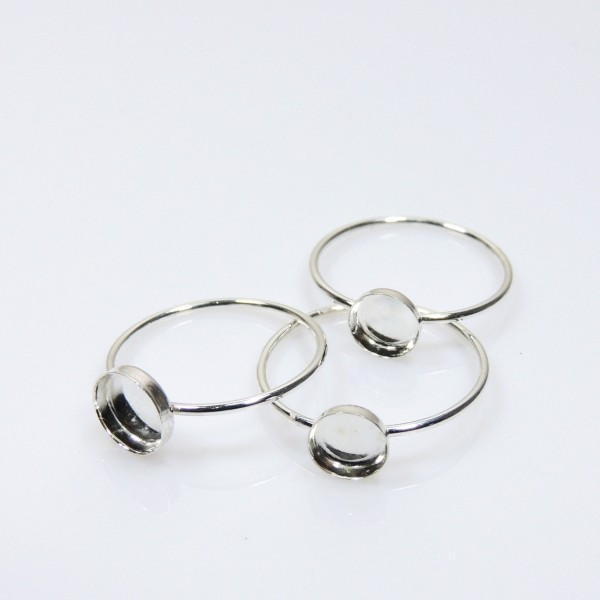 5mm Round Bezel on Ring,  925 Sterling silver. Choose your size.